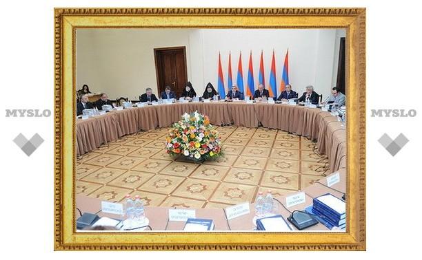 С участием двух армянских Католикосов в Ереване прошло первое заседание комиссии к 100-летней годовщине геноцида армян