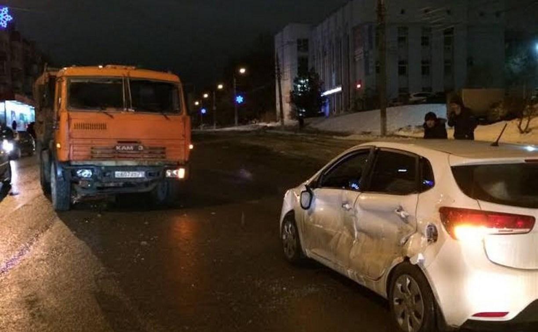 В результате аварии на ул. Металлургов госпитализирован водитель легковушки