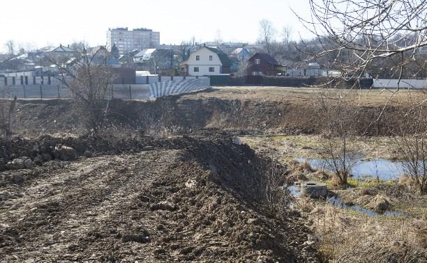 В Туле предприниматель самовольно построил дорогу к коттеджу и засыпал ручей, колодцы и канализацию