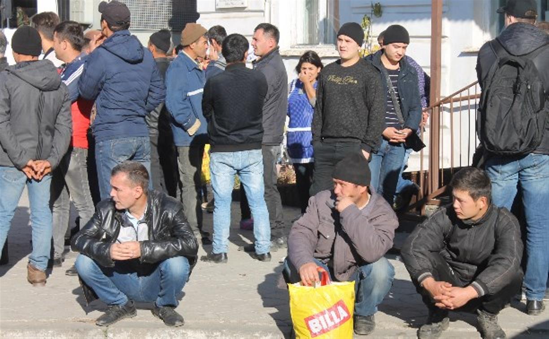 В Туле на рынке полиция и Росгвардия массово проверили мигрантов