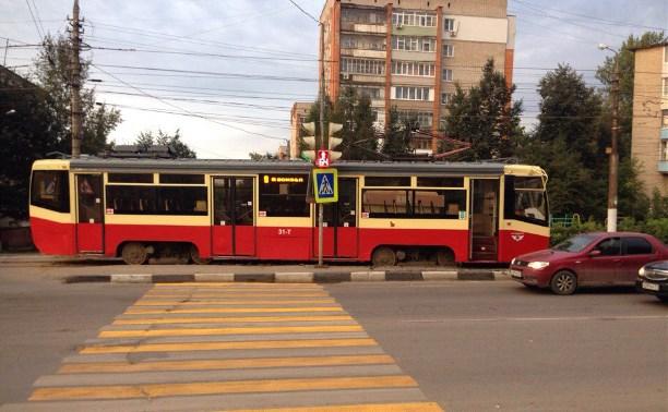 На улице Волкова в Туле в третий раз за полгода сошел с рельсов трамвай