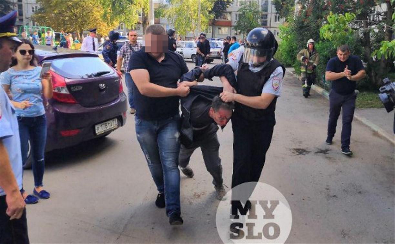 Видео: как полиция штурмовала квартиру на ул. Пузакова в Туле