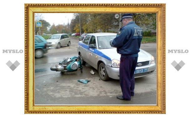 В Туле столкнулись полицейская машина и скутер