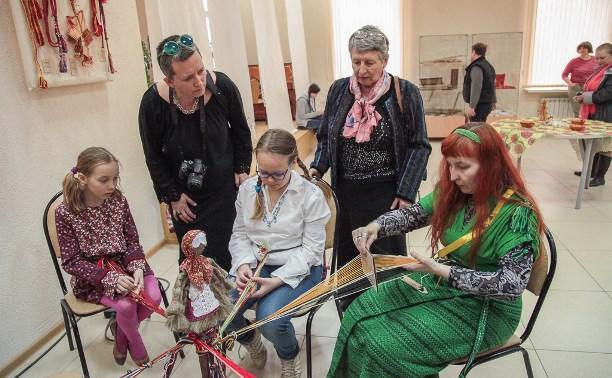 В Ленинском открылась выставка «Традиционное тульское ткачество»