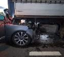 В Тульской области Range Rover влетел под грузовик