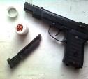 В Новомосковске мужчина угрожал посетителю кафе пневматическим пистолетом