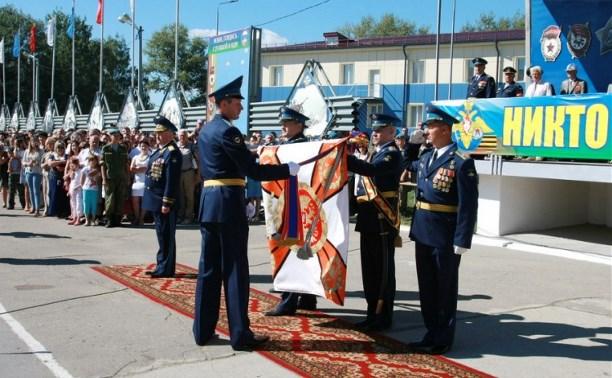 Командиру 106-й гвардейской воздушно-десантной дивизии вручено Георгиевское знамя