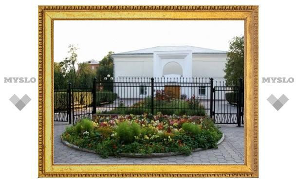 Музей Крылова закружит школьников в цветочном бале