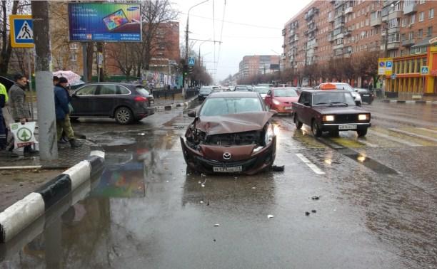 На Красноармейском проспекте столкнулись Mazda и Porsche Cayenne