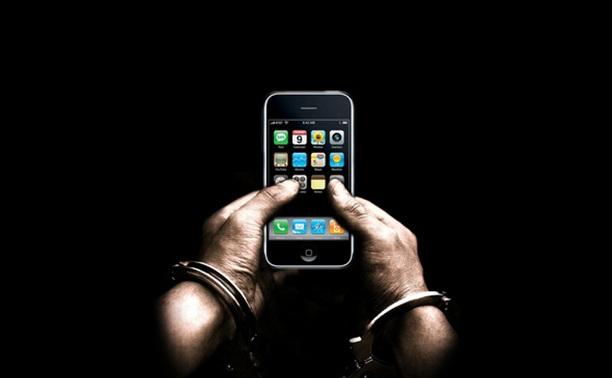 Сотрудник колонии пронес заключенному мобильный телефон и Wi-fi роутер