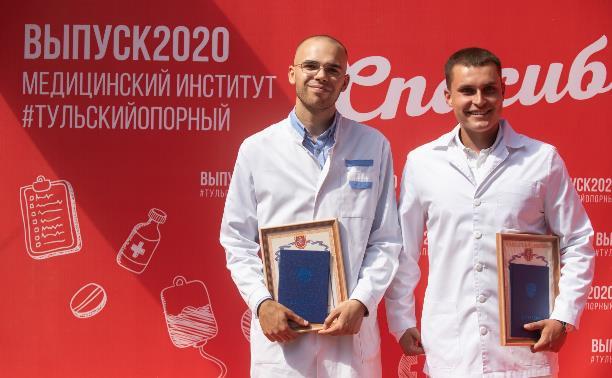 В Туле вручили дипломы выпускникам медицинского института: фоторепортаж