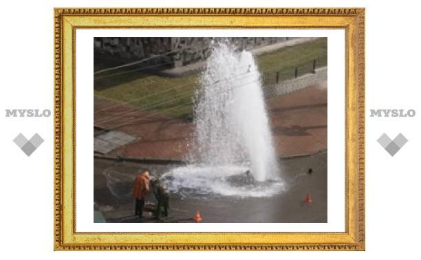 """В Туле появился стихийный """"фонтан"""""""