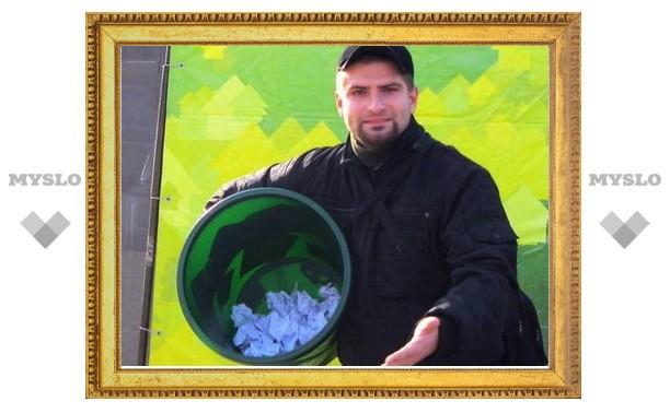 В Туле за попадание мусором в урну раздавали лампочки