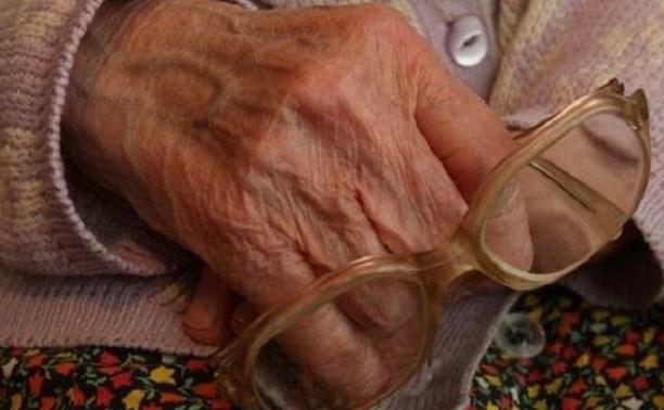 В поселке Ленинский мужчина ограбил старушку среди бела дня
