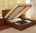 Кровать с подъемным механизмом станет лучшим выбором для маленькой спальни