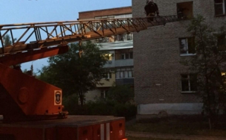 В Алексине из горящей квартиры пожарные спасли мужчину