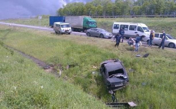 В Воловском районе «Лада Приора» опрокинулась в кювет: пострадали двое