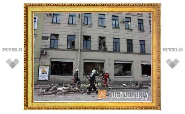 В Петербурге парализовано движение из-за обрушившегося дома