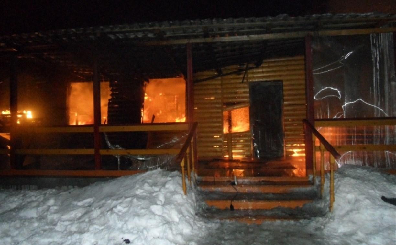 Полицейские спасли из горящего дома несколько жителей цыганского табора