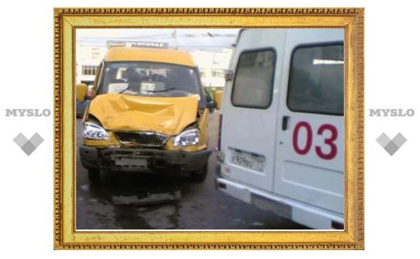 В Туле в ДТП с участием маршрутки пострадали пять человек