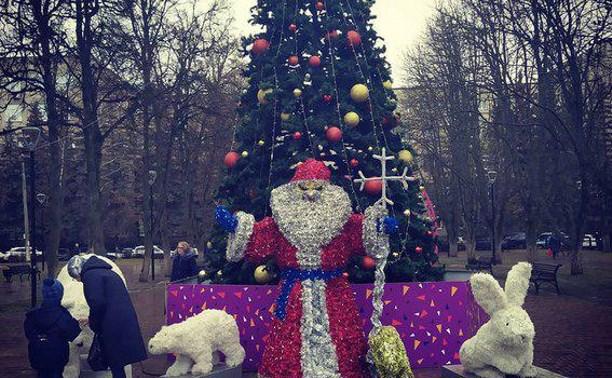 Туляков напугал «демонический» Дед Мороз в Болдинском сквере