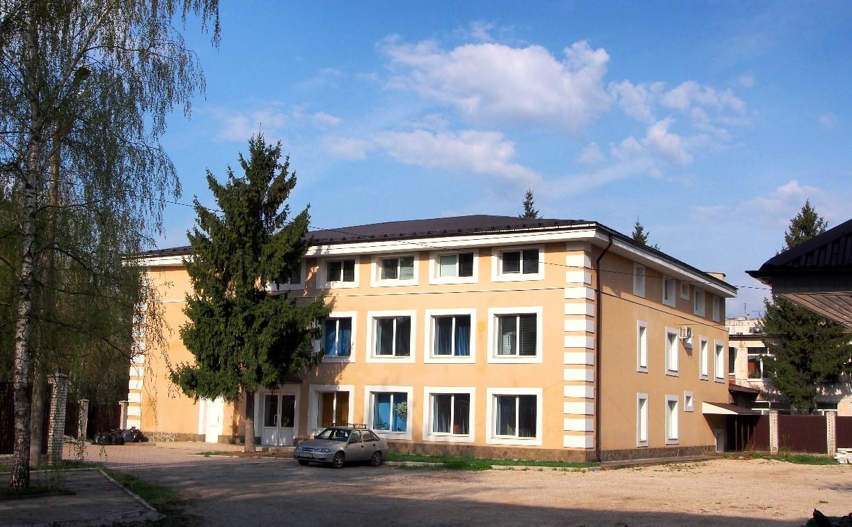 Неизвестные оцепили здание клиники «Медикейт» и не пускают внутрь врачей и пациентов