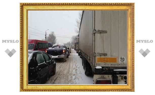 Снегопад в Туле: на Рязанке гигантская пробка