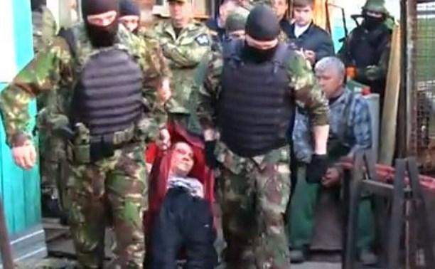 Туляк держал в заложниках ребенка: видео штурма ОМОН