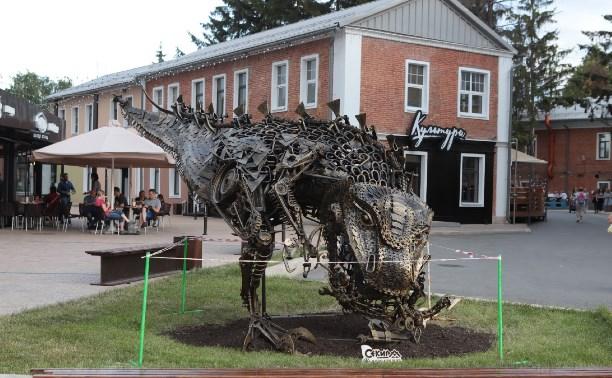 В тульском квартале «Искра» появился гигантский динозавр в стиле стимпанк