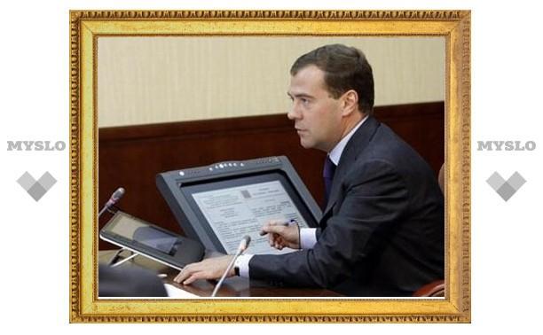 Медведев поручил обустроить свои приемные не хуже премьерских