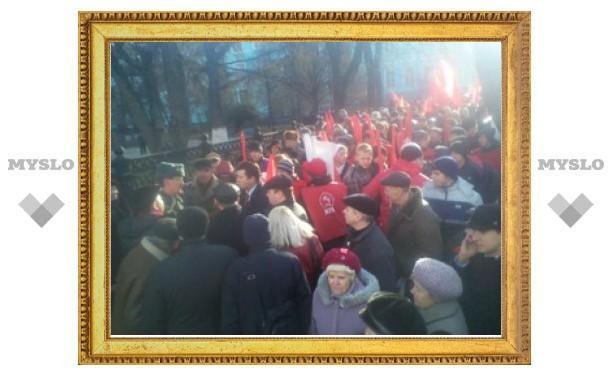 В Туле полиция запретила коммунистам идти по главной улице с развернутыми флагами