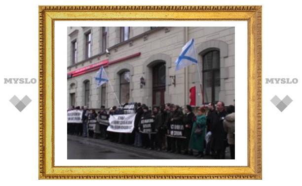 """Тульские """"нашисты"""" пикетируют посольство Эстонии"""