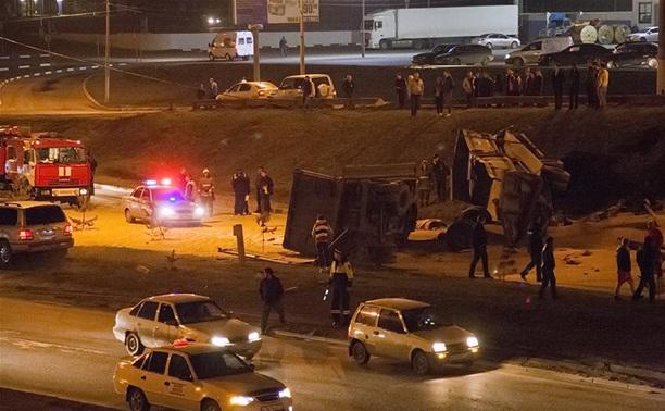 """Водитель перевернувшегося возле """"Линии"""" грузовика погиб на месте ДТП"""