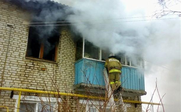 В Белёве спасатели вывели из горящего дома 8 человек