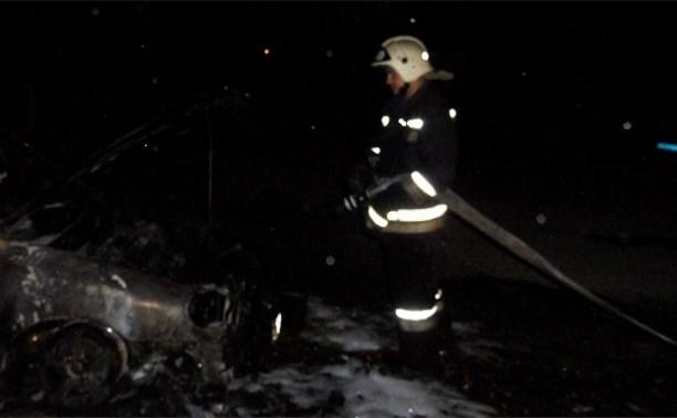 В Алексине сгорел автомобиль «Ниссан Альмера»