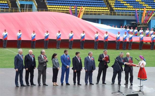 Тульская область приняла эстафету «Самый большой флаг России»