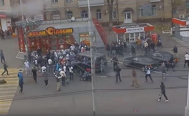 В интернете появилась видеозапись драки тульских и воронежских футбольных фанатов