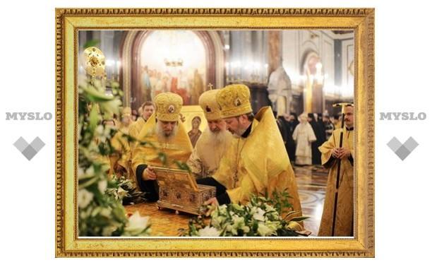 Пребывание пояса Богородицы в России продлили на день