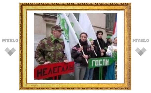 """Активисты """"Местных"""" провели акцию против таксистов-нелегалов"""