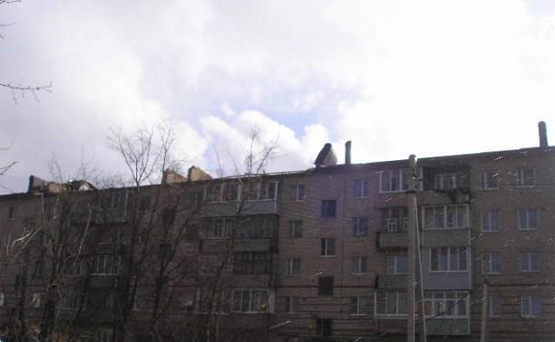 Штормовой ветер сорвал куски крыши с пятиэтажки в Заокском