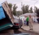 На улице Токарева грузовик снёс пассажирскую маршрутку