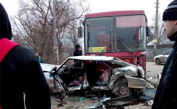 В ДТП в Мясново столкнулись две легковушки и автобус