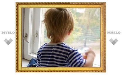 Двухлетний малыш выпал из окна на глазах у матери