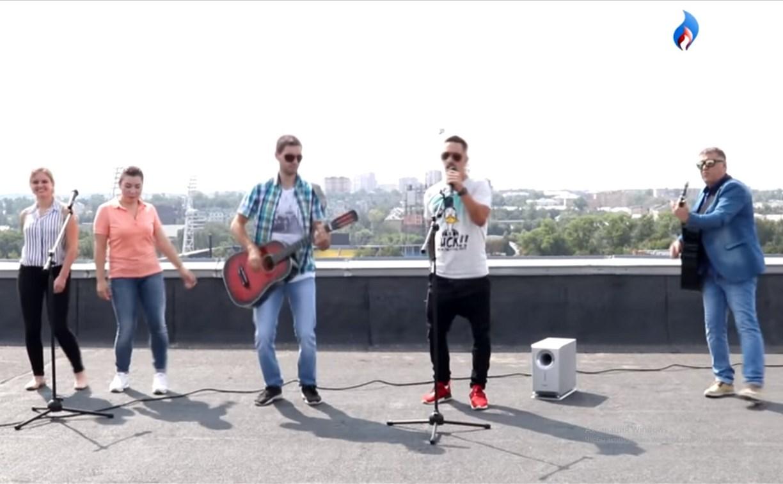 «Цвет у спецовки синий»: тульские газовики сняли пародию на клип Филиппа Киркорова