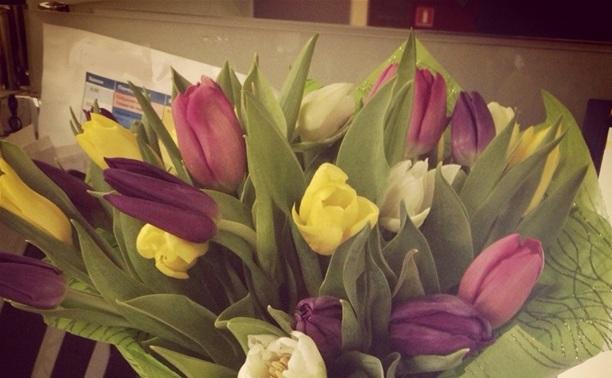 Цветочное настроение: Как мужчины поздравили любимых с 8 Марта?
