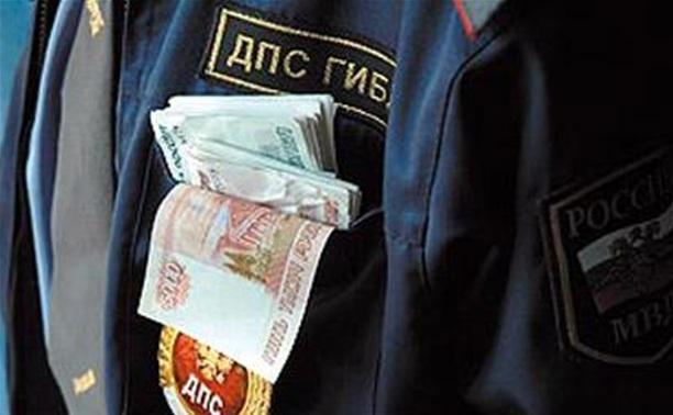 В Новомосковске уволены два гаишника-вымогателя
