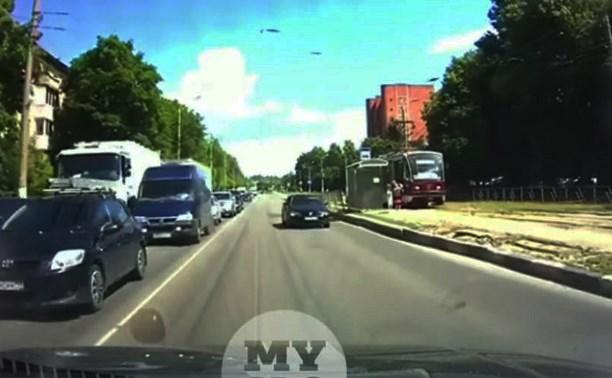 В Туле «камикадзе» с улыбкой ехал по встречке и попал в ДТП: видео