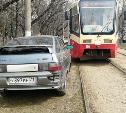 «Накажи автохама»: перекрывшему движение трамваев водителю выписали штраф