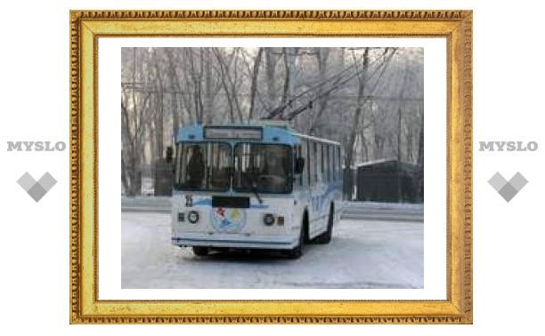 Троллейбус запутался в проводах
