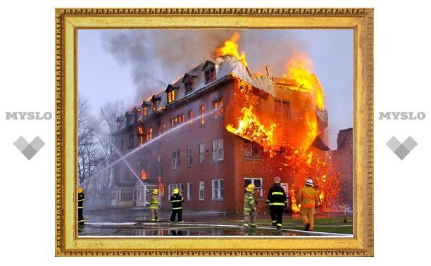В Новомосковске сгорел жилой дом на 12 семей